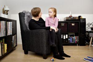 Mor og datter i samtale