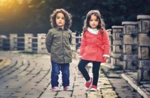 Hjælp dit barn til at gøre det rigtige i stedet for at skæld ud over at det gør det forkerte