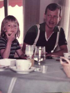 En ung Marie Brixtofte med sin far